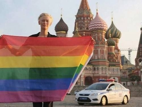 Tilda Swinton risked arrest waving a rainbow flag in front of the Kremlin in violation of Russia's new homosexual propaganda bill. All kinds of awesome.