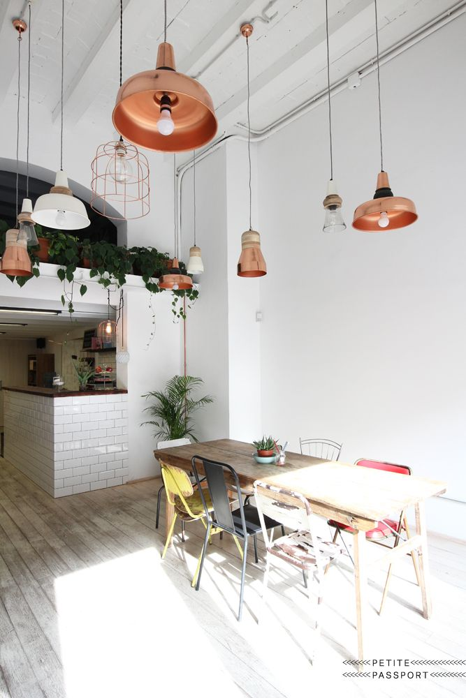Once this place was used as the location to store fresh food, weigh it and sell it at the Mercado del Born across the street. Now only the beautiful Berkel scale reminds us of the past, because the supercool concept store Happ just opened its...