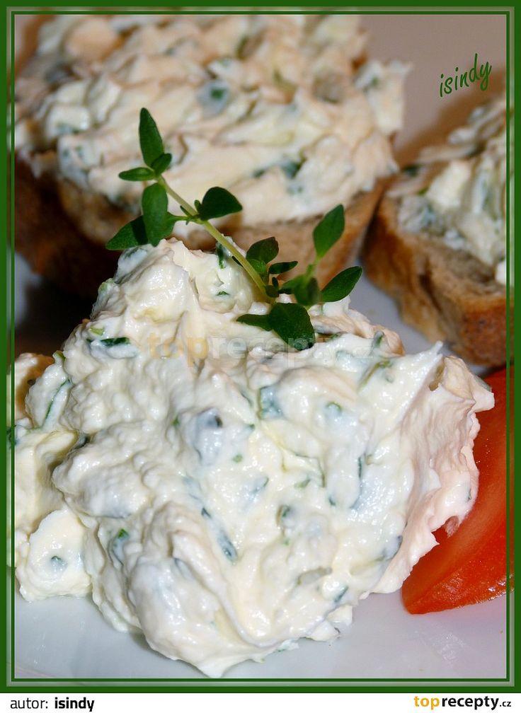 Pomazánka s pažitkou a tymiánem(pom.máslo,majolka,česnek)
