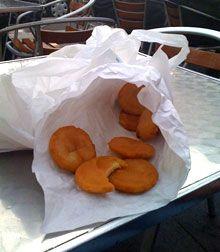 Nous, les Marseillais, avons quelques bonnes habitudes et, en particulier, celle d'aller prendre l'apéro sur le port de l'Estaque en dégustant des panisses chaudes. Kesako ? une spécialité locale à base de farine de pois chiches. La recette est simple...