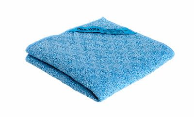 With so many different coatings and surfaces available today, there is a need for a cloth that will also scrub without scratching. The Norwex Kitchen Scrub Cloth not only scrubs without scratching, it removes and holds the broken-down grime in its microfibers.  Use it for scrubbing and wiping: Pots & Pans (safe on Teflon®) Kitchen sinks Kitchen counters Back splashes Tiled walls Bathroom vanities Bathtubs Showers  Can be used with Norwex Cleaning Paste or Descaler.