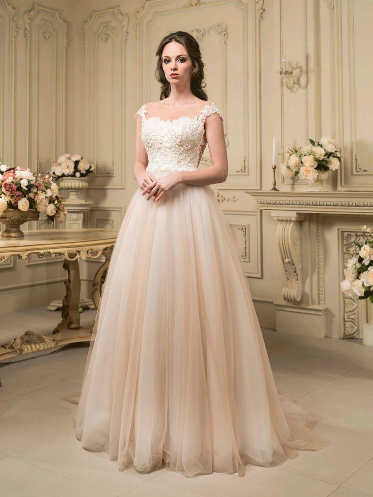 Krásne svadobné šaty s čipkovaným živôtikom a širokou sukňou