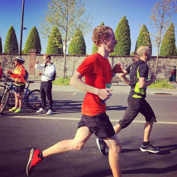 Finisher du Marathon de Paris 2017 malgré la blessure au coude et le chrono pas terrible fier d'être une troisième fois Marathonien  #ParisMarathon #Marathon #MarathonDeParis #Race #Run #Running #Finisher #Paris #IgersParis  #IleDeFrance #Asics #UnderArmour #Colors #France #April2017 #42km195m