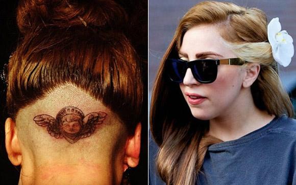 Sempre camaleoa, Lady Gaga mudou de visual mais uma vez. Agora, a cantora raspou a parte de baixo da cabeça para homenagear seu amigo fotógrafo Terry Richardson, que perdeu a mãe recentemente.