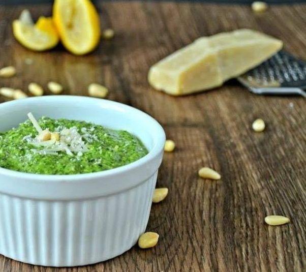 Песто - популярный соус в итальянской кухне специфического зеленого цвета, на основе оливкового масла, базилика и сыра. Пошаговый рецепт приготовления.