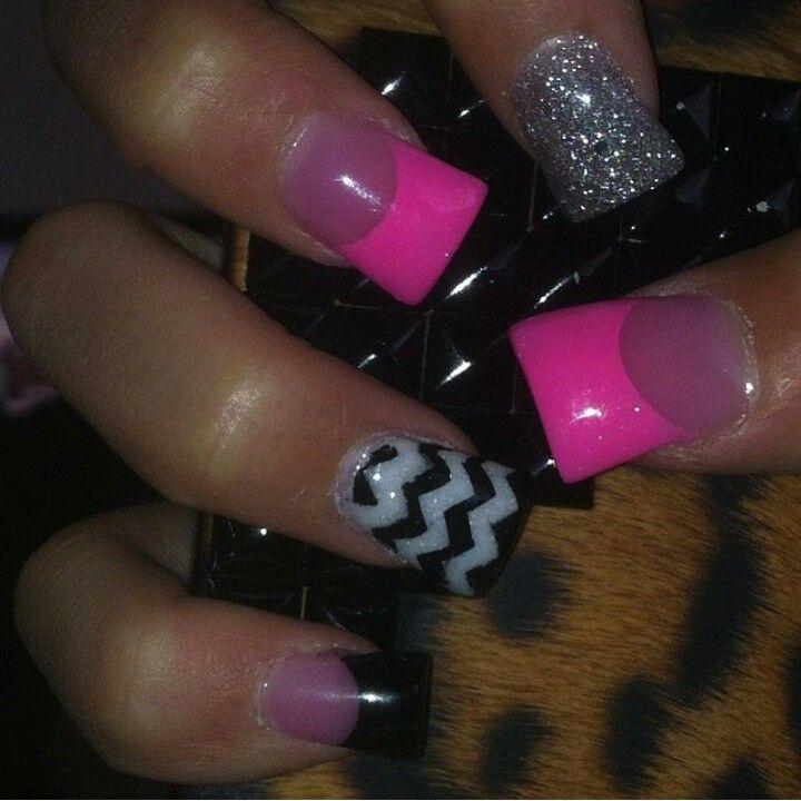 chevron acrylic nails.