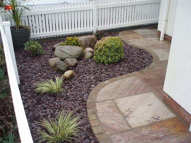 Image from http://robertsonlandscapes.co.uk/img/front-garden-3/640/plant-feature-1.jpg.