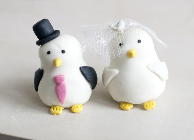 DIY: Couple de piafs blancs comme décoration de gâteau