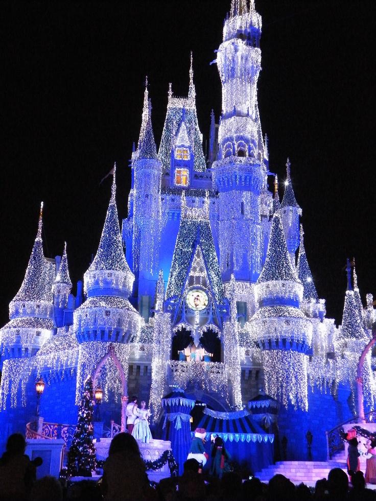 Cinderella Castle, Christmas @ Disney World - the castle is so ...