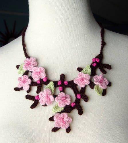 collar de croché, flores de cerezo