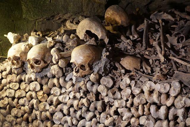 Visiting the Paris Catacombs #Paris #Travel