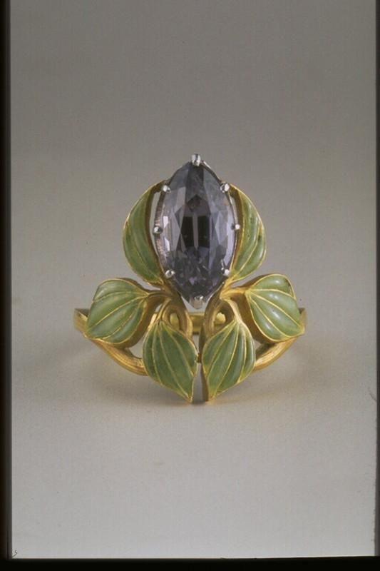 Lalique brooch, 1903. Gold, enamel, amethyst.
