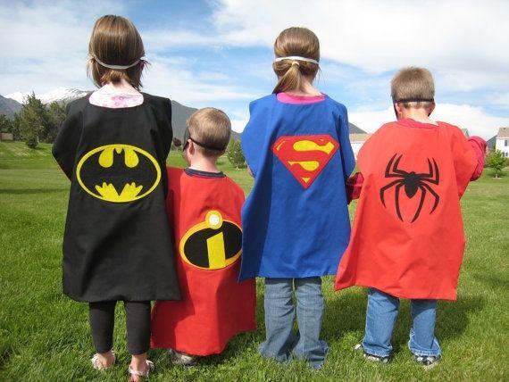 Compleet feestpakket incl. verkleedkleding te huur voor € 5 per kind. Nodig al je vriendjes en vriendinnetjes uit voor dit coole superheldenfeest! Samen doen jullie allemaal gave spelletjes en na afloop ontvangt iedereen zijn eigen superheldendiploma! Per post te ontvangen in heel NL. Bezorgkosten: € 5,85