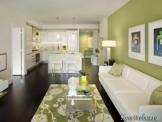 На фото гостиная в стиле контемпорари в оливковых тонах: мебель простых форм, минимум декора и правильное зонирование пространства.