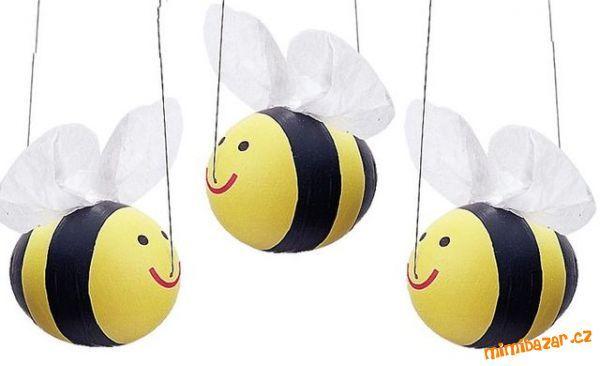 Závěsné včelky z vajíček