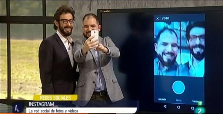 """Con Sergi Amat, presentador de """"A punto con La 2"""", durante el programa que dedicamos a Instagram."""