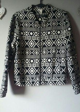 Kup mój przedmiot na #vintedpl http://www.vinted.pl/damska-odziez/kurtki/11304050-kurtka-we-wzory-czarna-38