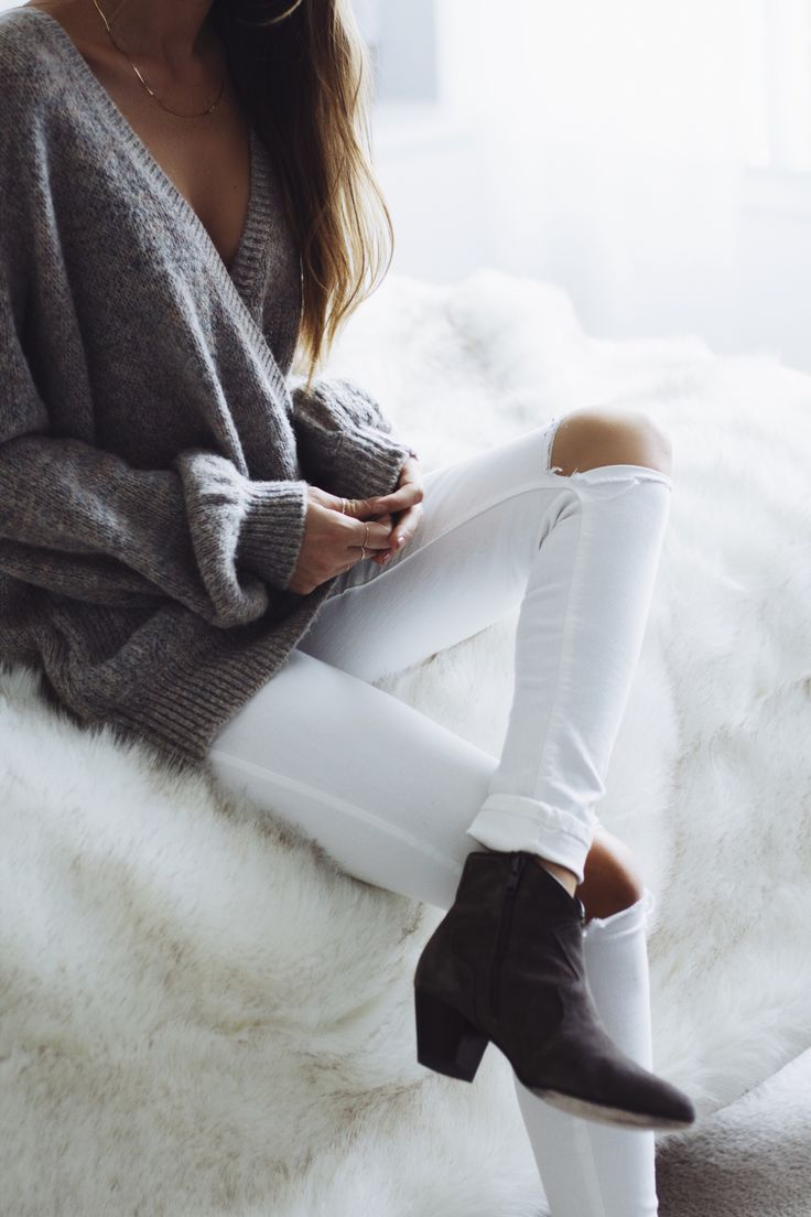 NEUTRALS - oversized sweater and ripped slim cut white denim - Lindsay Marcella