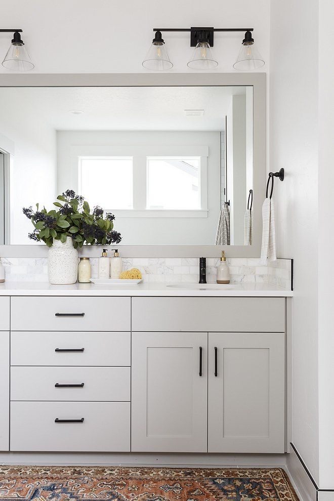 Modern Farmhouse Bathroom In 2020 Modern Farmhouse Bathroom Bathroom Styling Bathroom Decor