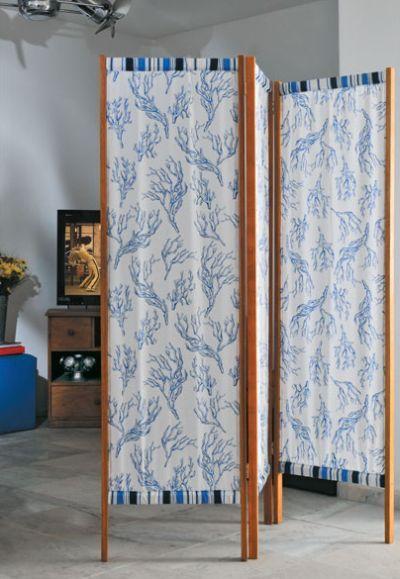 Este biombo com tecido e madeira deixará a sua decoração muito mais interessante (Foto: casa.abril.com.br)