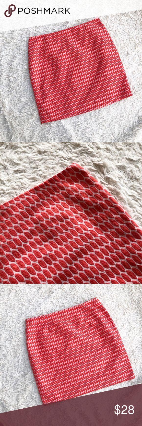 "ANN TAYLOR ✨NWT✨ Salmon Geometric Skirt Salmon geometric printed skirt. Fully lined. Waist (flat): 16"", Hips: 20.5"", Length: 18.25"". ✨OFFERS WELCOME✨ Ann Taylor Skirts"