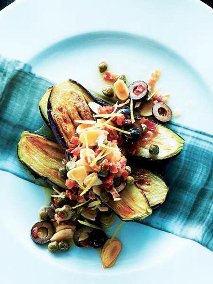 具だくさんソースで、焼きなすがごちそうに。 『ELLE a table』はおしゃれで簡単なレシピが満載!