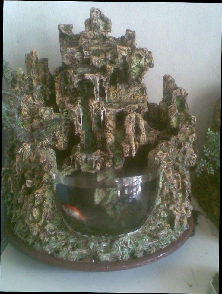 Aquarium waterfall terbuat dari gabus styrofoam dan semen , ringan di angkat.