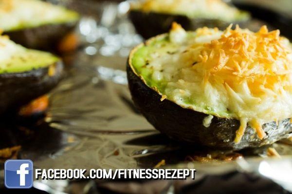 Nährwerte Nährwerte  Kalorien 252 kcal Protein 11 g Kohlenhydrate 3 g Fett 25 g Zutaten 1 reife Avocado 2 Eier 25g fettarmen Käse, gerieben Salz und Pfeffer Zubereitung 1 – Heize den Ofen auf 220° C vor. 2 – Halbiere die Avocado und entferne den Kern. 3 – Löffel ca. 2 Teelöffel Avocadofleisch aus …