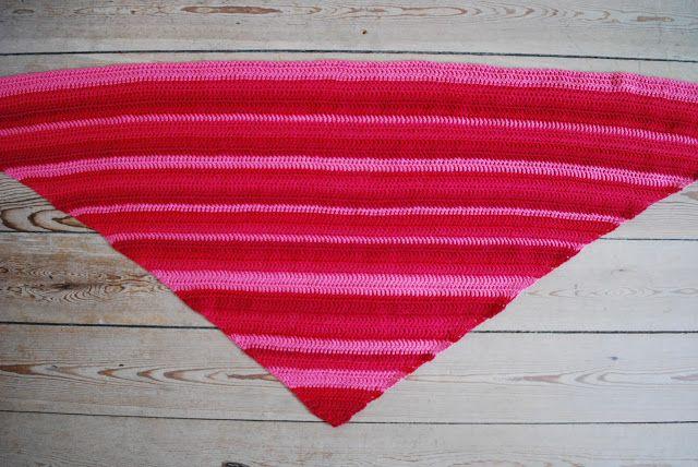 YARNFREAK: Fredag er gavedag! Gratis opskrift på hæklet tørklæde!