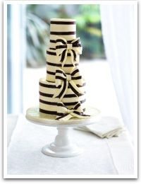cake: Stripes Cakes, Bows Cakes, Weddings Cakes, Black And White, Cute Cakes, Black White, Eating Cakes, White Cakes, Bridal Showers