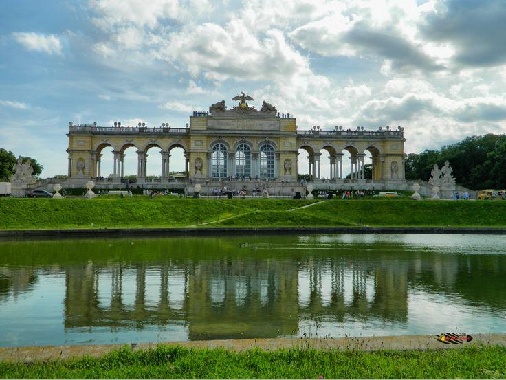 Wien, Schönbrunn Palace Garden Gloriette, Nikon Coolpix L310, 6.2mm, 1/800s / 1/250s, ISO80, f/3.3 / f/9.4, +1.0ev, -07ev, HDR-Art photography, 201605211542