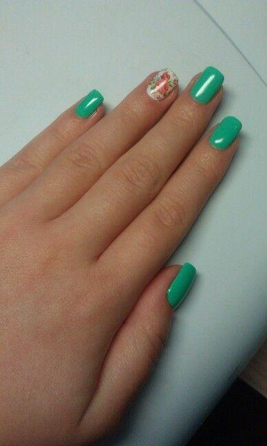 Мятные ногти со слайдер дизайном