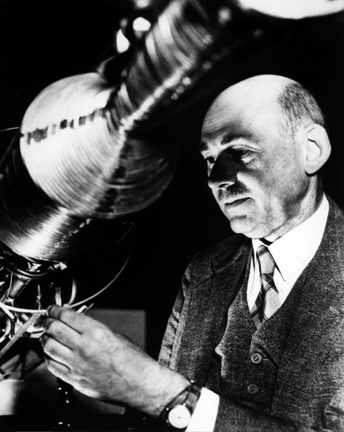 Robert Goddard conducted the first rocket test flight at his new laboratory in Roswell, New Mexico #OTD in 1930. Dr. Goddard's liquid fuel rocket launched to a height of 610 meters (2,000 feet). Learn more about Robert Goddard: go.nasa.gov/2BTBMPR