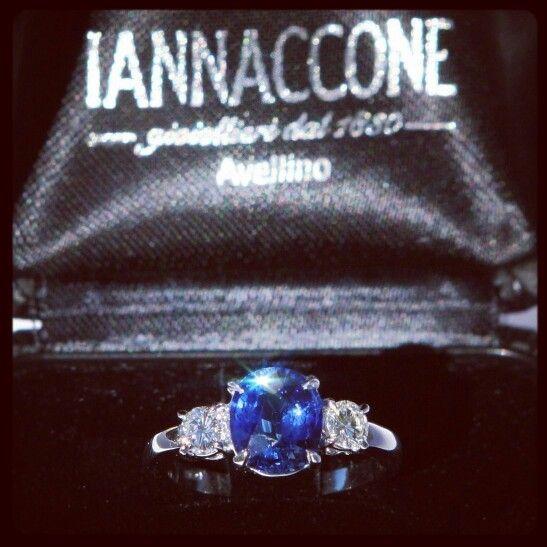 Anello Iannaccone gioielli ,zaffiro Madagascar e diamanti . Jewelry Diamond Ring