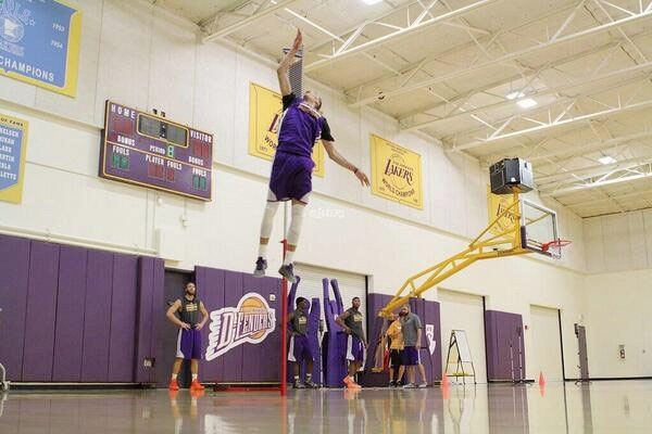 NBA Draft prospect Zach LaVine shows off his amazing 46 inch vertical jump during a Lakers workout.