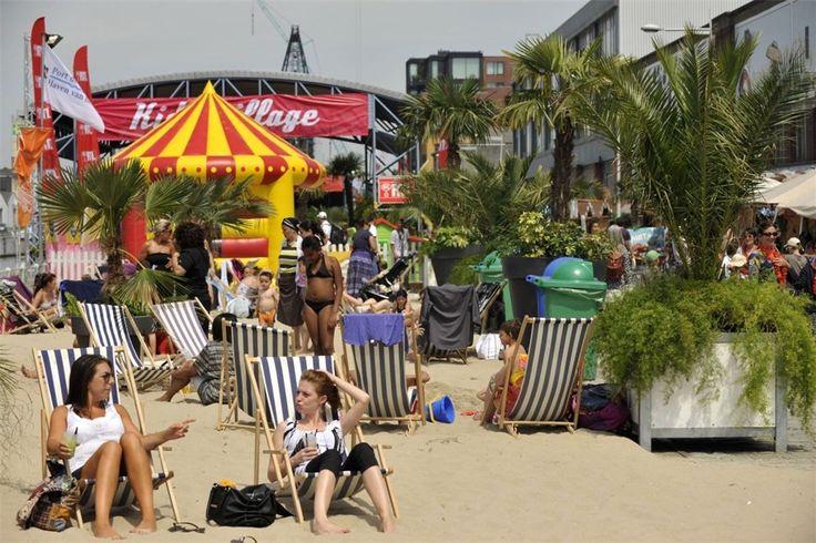 Brussel Bad verovert elke zomer de haven van Brussel. Naast de talrijke strandhutjes met drankjes en gerechten is er sport, cultuur, kunst en ontspanning voor iedereen