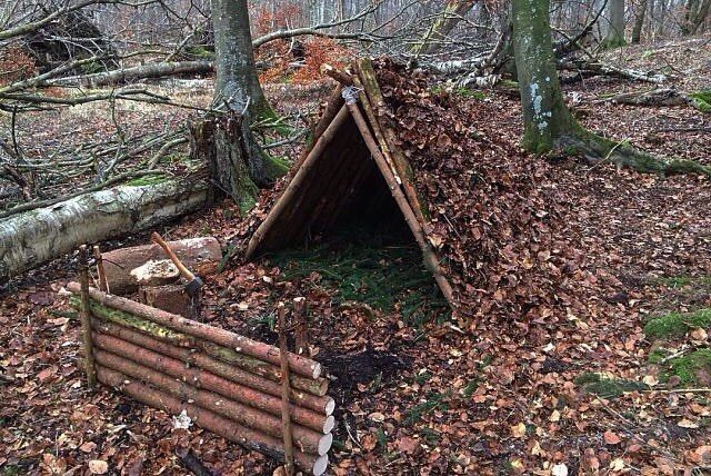 @married2nature always has by far the best looking shelters! by our friend apocalypsepack on Instagram at http://ift.tt/223SNRS. Get great bushcraft gear at http://ift.tt/1Wlb5py