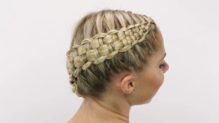 Zipper Braid Hyperlapse: You'll be mesmerized by this stunning side-braid updo by celebrity hairstylist Sarah Potempa (Instagram: @sarahpotempa).