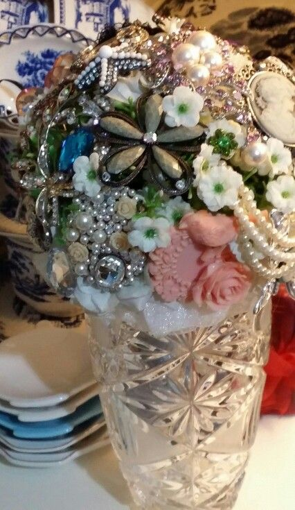 Brooch bouquet by linda_blissparty