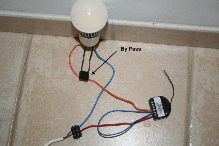 L'année dernière je vous ai présenté les ampoules Led du site Led-et-Fluo: des ampoules Led enfin performantes, avec une très bonne luminosité, et un prix très abordable. Je vous invite à lire le test de l'époque, car ces ampoules sont réellement de très bonne qualité, si bien que j'en ai équipé toute ma maison. Comme
