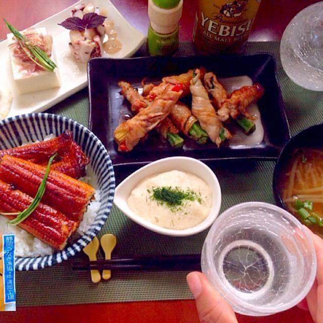 鰻美味しかった、明日も作って〜とチビ〜ズ(;゚Д゚i|!)ハマったらやばい 蒲焼きで誤魔化そう(笑) - 130件のもぐもぐ - Today's dinner冷菜・野菜の肉巻き・鰻とろ丼・もやしのお味噌汁 by Ami