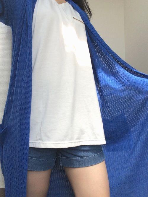 着まわしコーデ✨ 中はとってもシンプルだけど、青のロングカーディガンを羽織ってオシャレ💕+日焼け対