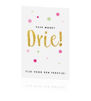 Een super leuke uitnodiging verjaardag voor je kleine meisje. Kies voor de papiersoort parelmoer en match dit met een roze envelop. Heel feestelijk!