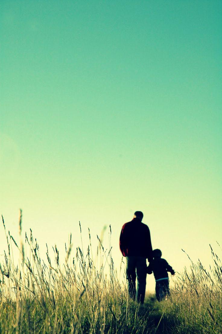 Los hijos son el reflejo de los padres, lo que hagan los padres lo seguiran los hijos.