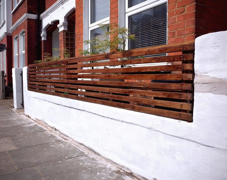 How To Create a Floating Cedar Wood Slat Fence - Step-By ...