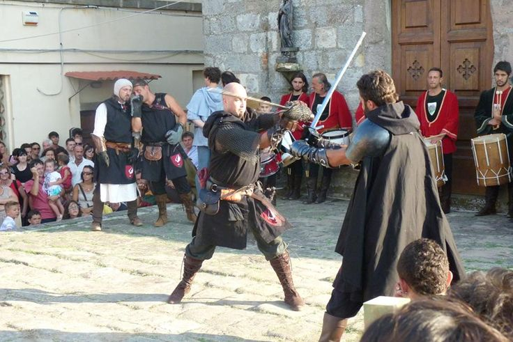 """Medioevo nel Borgo"" at Roccatederighi in #Maremma #Tuscany A medieval village tourns in the past with exhibit, old games and plays On July."
