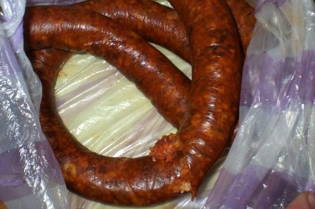 zsuzsa is in the kitchen: HOMEMADE HUNGARIAN SAUSAGE - GYULAI KOLBÁSZ