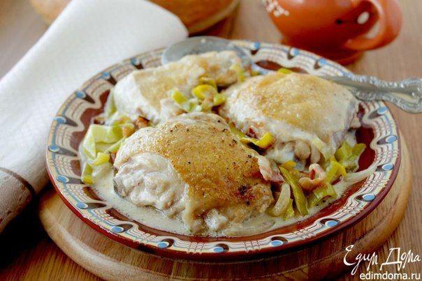 Курица с луком-пореем, тушеная в белом вине. Быстрое, но очень вкусное и ароматное блюдо на ужин. #edimdoma #supper #recipe #cookery