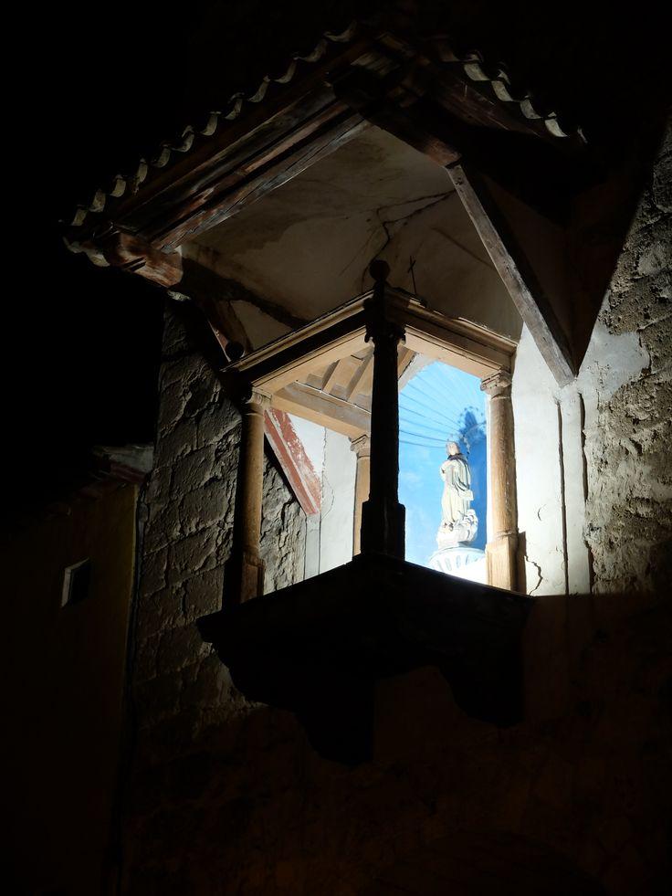 Altar abalconado sobre el Arco de la Gía
