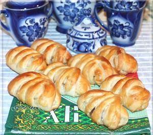 Фото к рецепту: Воздушные булочки с медом